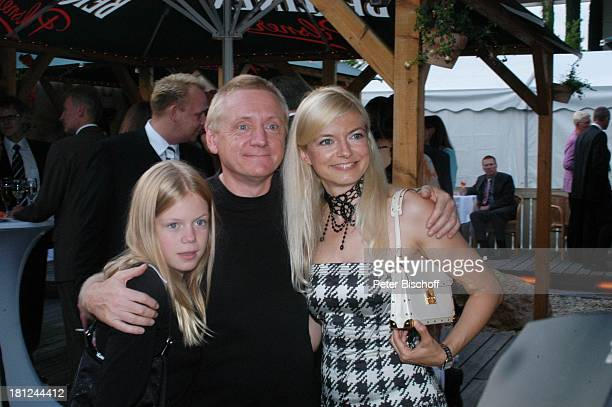 """Michaela Merten mit Ehemann Pierre Franckh und Tochter Julia , Verleihung Medienpreis ARD-Magazin """"Brisant"""", """"Brilliant Brisant"""", Berlin,..."""