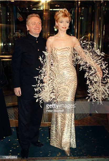 """Michaela Merten mit Ehemann Pierre;Franckh, """"Deutscher Filmball"""", """"Hotel Bayerischer Hof"""", München, Bayern, Deutschland, Europa,;Abendkleid,"""