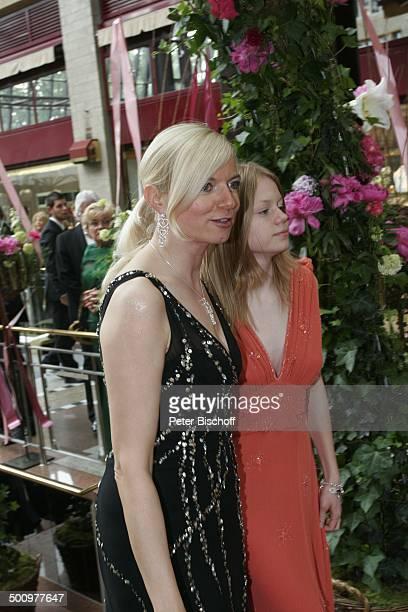 """Michaela Merten, Tochter Julia, Charity-Veranstaltung, 10. """"Unesco-Benefiz-Gala"""", Köln, Deutschland, Europa, """"Maritim-Hotel"""", roter Teppich,..."""
