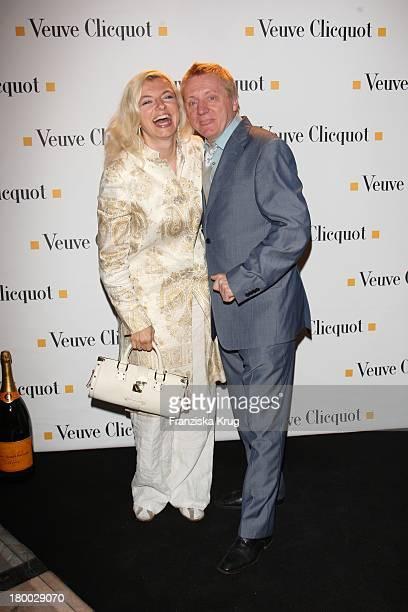"""Michaela Merten Und Ehemann Pierre Franckh Bei Der """"Starlight Yellow"""" Premiere Von Veuve Clicquot In Der Clicquot City In München ."""