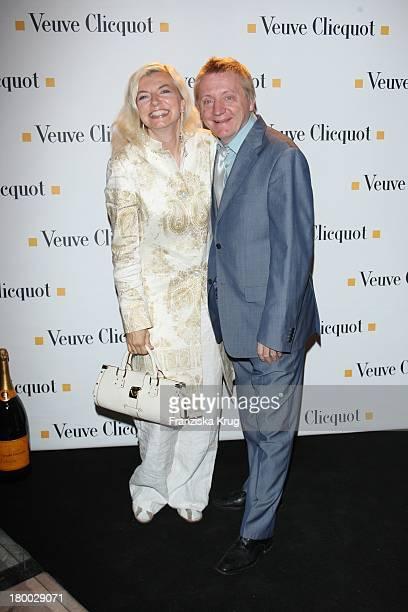 Michaela Merten Und Ehemann Pierre Franckh Bei Der Starlight Yellow Premiere Von Veuve Clicquot In Der Clicquot City In München