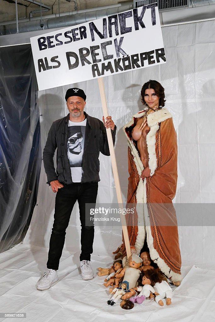 Performance 'Babydoll Fashion by Micaela Schaefer' In Berlin : Nachrichtenfoto