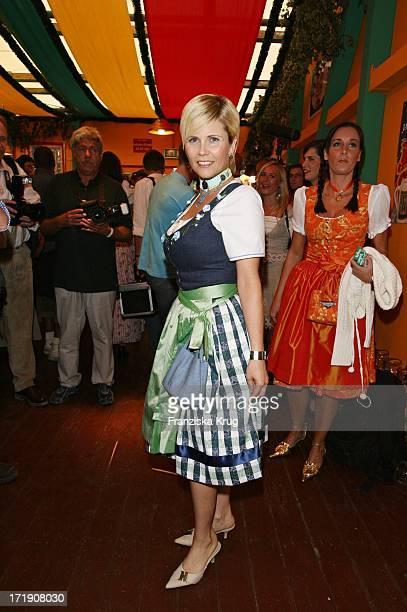 Michaela Schaffrath Beim Stammtisch Von Birgitt Wolff Baumgartl Und Sepp_Krätz Im Festzelt Hippodrom Beim 173 Oktoberfest Am 160906