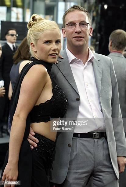 """Michaela Schaffrath , Ehemann Axel Schaffrath, Deutschlandpremiere Kinofilm """"Men in Black II. , Cine Star Sony Center, Berlin, Deutschland, Europa,..."""