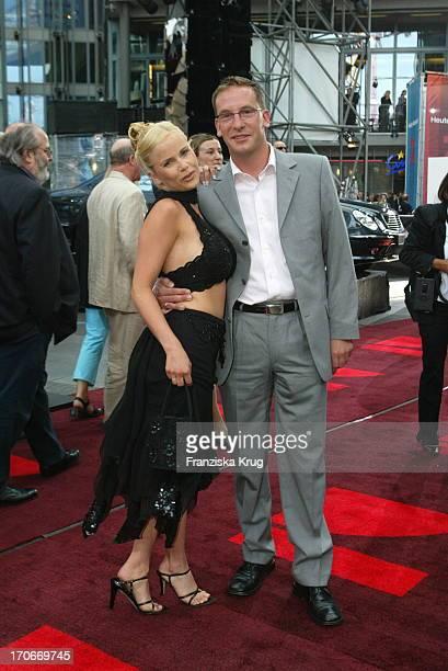 Michaela Schaffrath Mit Ehemann Axel Bei Premiere Men In Black 2 In Berlin