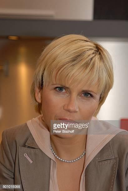 Michaela Schaffrath Porträt geb 6 Dezember 1970 Sternzeichen Schütze RTLSerie Ahornallee München Bayern Deutschland Europa Portrait Kette Halskette...