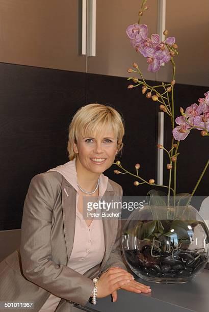 """Michaela Schaffrath , RTL-Serie """"Ahornallee"""", München, Bayern, Deutschland, Europa, Orchidee, Kette, Halskette, Schmuck, Schauspielerin, Promi BB;..."""