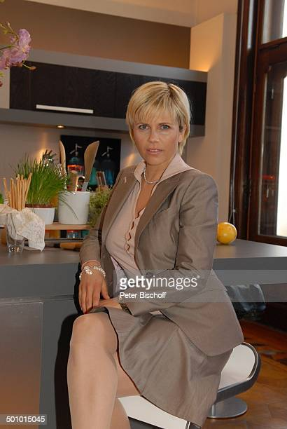 """Michaela Schaffrath , RTL-Serie """"Ahornallee"""", München, Bayern, Deutschland, Europa, Küche, Kette, Halskette, Schmuck, Schauspielerin, Promi BB;..."""