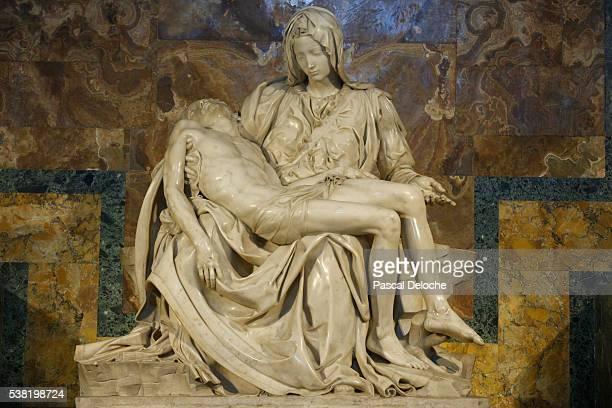 michaelangelo's pieta sculpture. 1499. st. peter's basilica. - pieta stock pictures, royalty-free photos & images