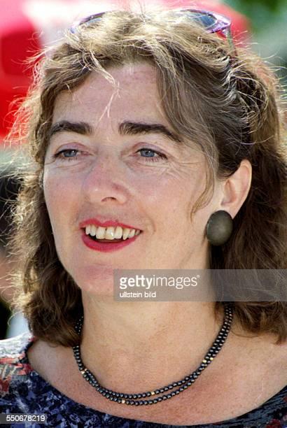 Michaele Schreyer *Michaele Schreyer * German politician of Buendnis90/Die Gruenen Senator for Urban Development and Environmental Protection in...