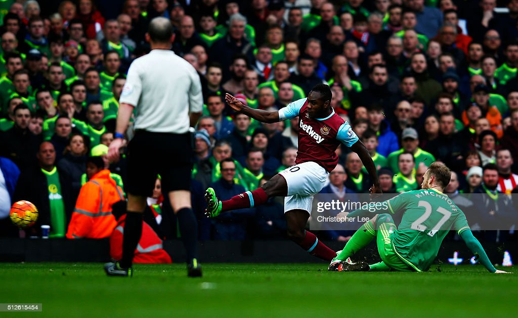 Michail Antonio of West Ham United scores his team's first goal during the Barclays Premier League match between West Ham United and Sunderland at Boleyn Ground on February 27, 2016 in London, England.