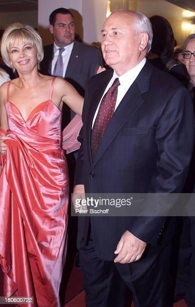 Michail Gorbatschow mit Tochter Irina bei der Preisverleihung der Goldene Henne 2001 im Berliner Friedrichstadt Palast Berlin