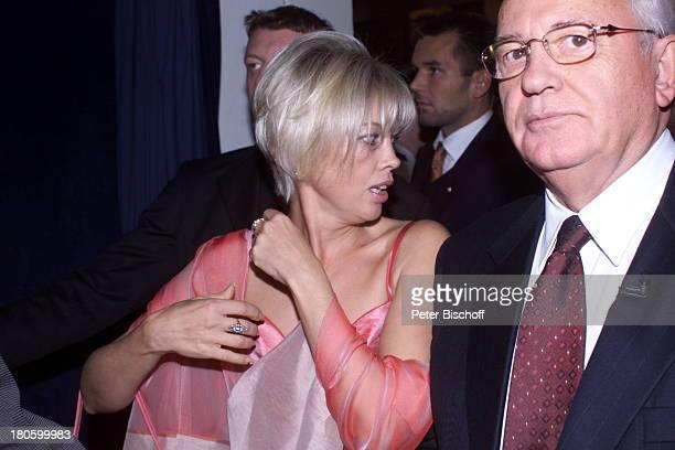 Michail Gorbatschow und Tochter Irina bei der Preisverleihung der Goldene Henne 2001 im Berliner Friedrichstadt Palast Berlin