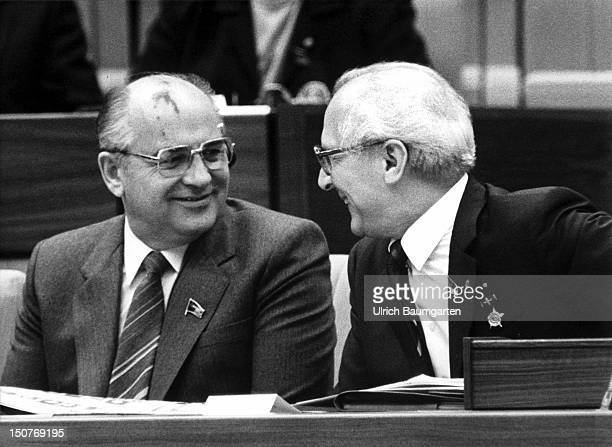 Michail S GORBATSCHOW and Erich HONECKER at the SED party conference