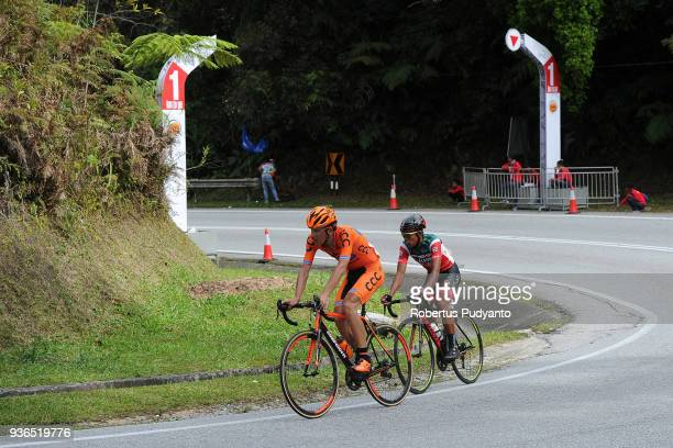 Michal Schlegel of CCC Sprandi Polkowice Poland leads to Bonjoe Martin of 7 ElevenCliqq Roadbike Philippines during Stage 5 of the Le Tour de...