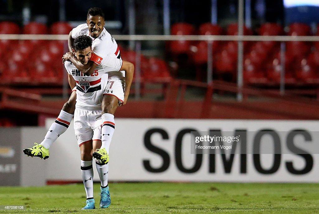 Sao Paulo v Internacional - Brasileirao Series A 2015 : News Photo
