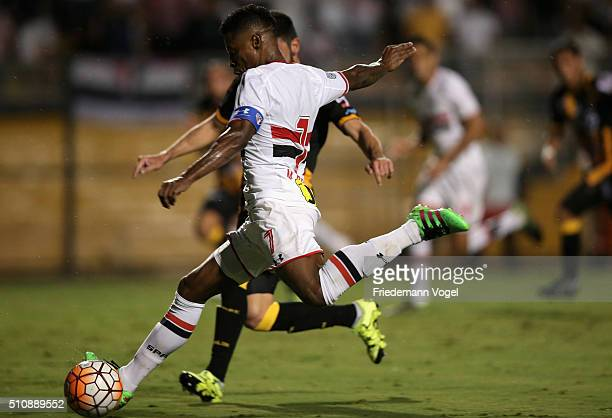 Michel Bastos of Sao Paulo runs with the ball during a match between Sao Paulo v The Strongest as part of Group 1 of Copa Bridgestone Libertadores at...
