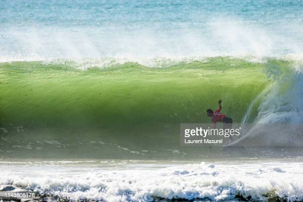 Michel Bourez advances directly to Round 3 of the 2018 MEO Rip Curl Pro Portugal after winning Heat 12 of Round 1 in Peniche Portugal