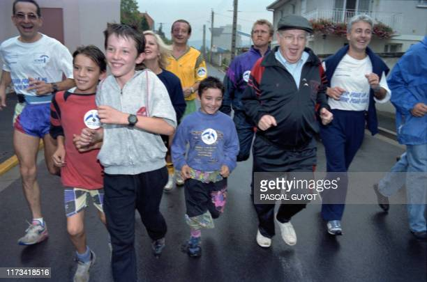 Michel Charasse budget minister and mayor of PuyGuillaume in jogging is preparing to participate on October 5 1991 in the health trail in support of...