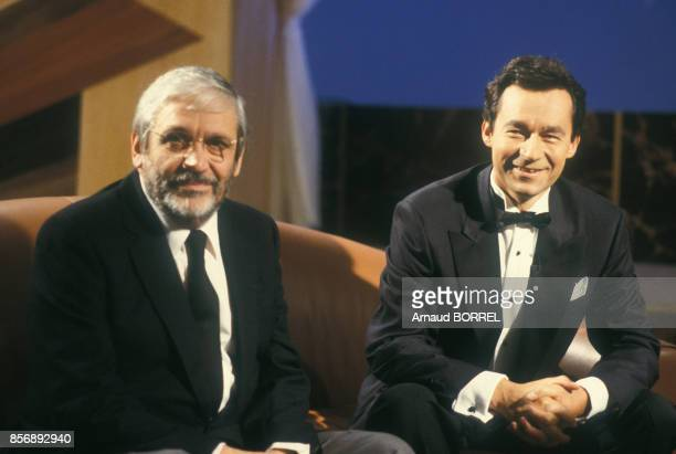 Michel Denisot sur le plateau de l'émission de télévision 'Ciné Stars' avec le réalisateur Maurice Pialat le 8 septembre 1984 à Paris France
