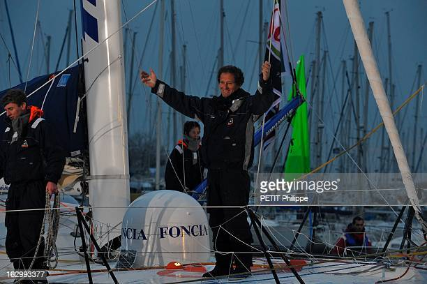 Michel Desjoyeaux Wins Vendee Globe 20082009 A bord de Foncia Michel DESJOYEAUX bat le record du Vendée Globe en 84 jours 3 heures et 8 minutes de...