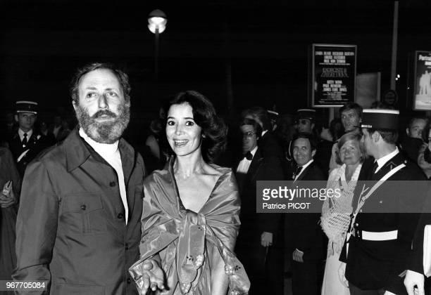 Michel Drach et MarieJosée Nat lors du Festival de Cannes le 20 mai 1977 France
