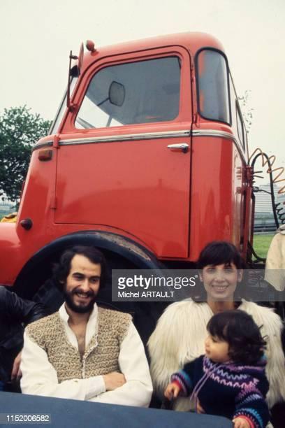 Michel Fugain avec sa femme et sa fille Marie en tournée à Lille en 1975 France