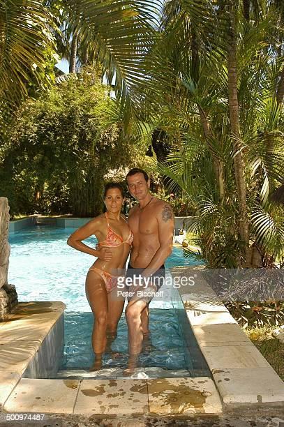 Michel Guillaume Ehefrau Alexandra Guillaume Urlaub Sambirenteng/Bali/Indonesien/Asien Hotel Alam Anda Beach Bungalow Resort Schauspieler Bikini...