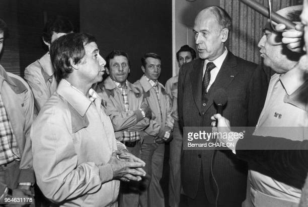 Michel Hidalgo et Valéry Giscard d'Estaing à Roissy avant le départ de l'équipe de France pour la coupe du monde en Argentine en mai 1978 France
