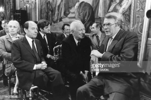 Michel Jobert, Gaston Defferre, Michel Rocard, Charles Fiterman et Pierre Mauroy lors de la 1ère conférence de presse de François Mitterrand à...