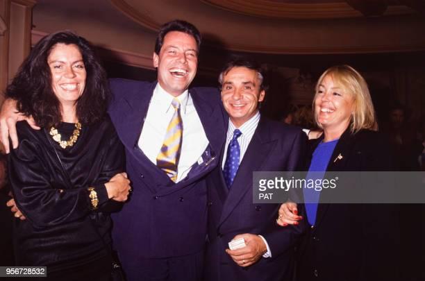 Michel Leeb avec son amie Béatrice et Michel Sardou avec son épouse Babette lors d'une soirée en septembre 1991 à Paris France