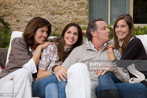 Michel Leeb With Family In The Vaucluse Michel LEEB en famille dans sa maison de vacances du Luberon avec les femmes de sa vie son épouse Béatrice et...