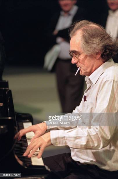 Michel Legrand pianist virtuoso of jazz and famous composer of music of film plays on the piano on December 03 1989 in the studios of BrysurMarne...