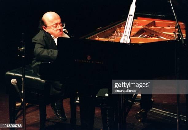 Michel Petrucciani , einer der berühmtesten Jazz- Pianisten der Gegenwart, ist tot. Er starb nach Angaben seines Agenten in Paris am 6. Januar in...
