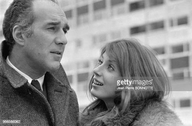 Michel Piccoli et Joanna Shimkus pendant le tournage du film L'invitée de Vittorio de Seta en février 1969 à Besançon France