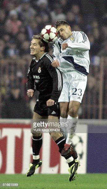 Michel Salgado of Spanish Real Madrid fights for a ball with Maris Verpakovskis of Ukrainian Dynamo Kiev during their UEFA Champions League Group B...