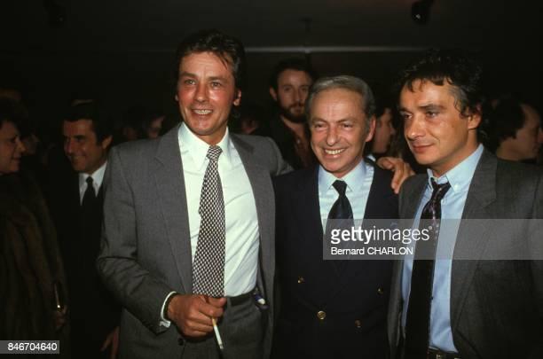 Michel Sardou apres la premiere de son spectacle au Palais des Congres avec Alain Delon et Guy Lux le 19 janvier 1983 a Paris France