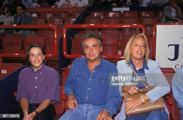 Michel Sardou avec son épouse Babette et leur fils Davy à Bercy le 21 mai 1992 à Paris France