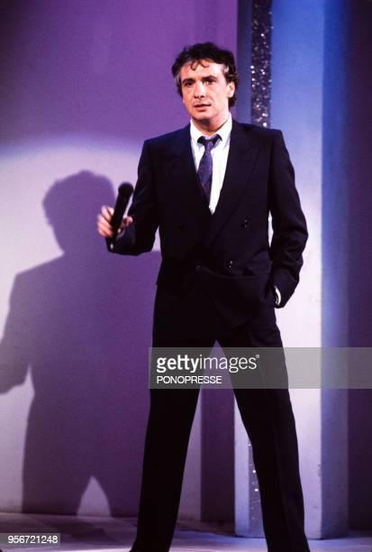 Michel Sardou chante à la télévision canadienne le 8 mai 1985 à Montréal Canada
