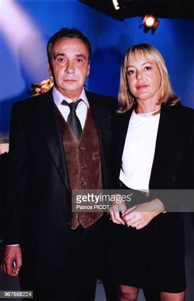 Michel Sardou et sa femme Babette lors de l'anniversaire des 40 ans de carrière de JC Brialy à Paris le 26 juin 1996 France