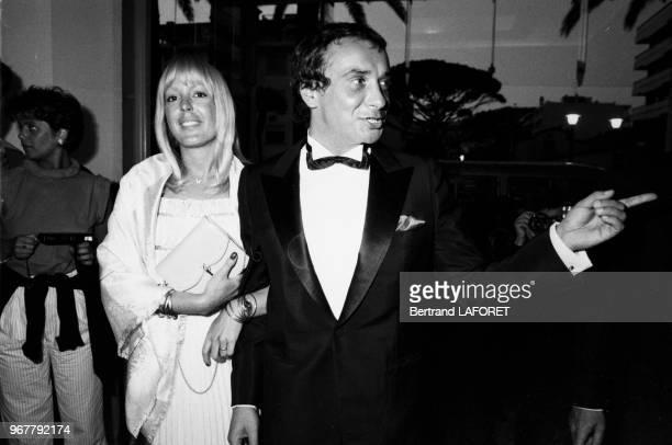 Michel Sardou et sa femmeÉlisabeth Haas lors de la cérémonie de cloture du Festival de Cannes le 26 mai 1982 France