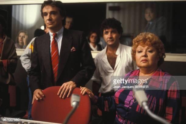 Michel sardou et sa mère Jackie Sardou à l'émission 'Formule 1' le 13 octobre 1983 à Paris, France.