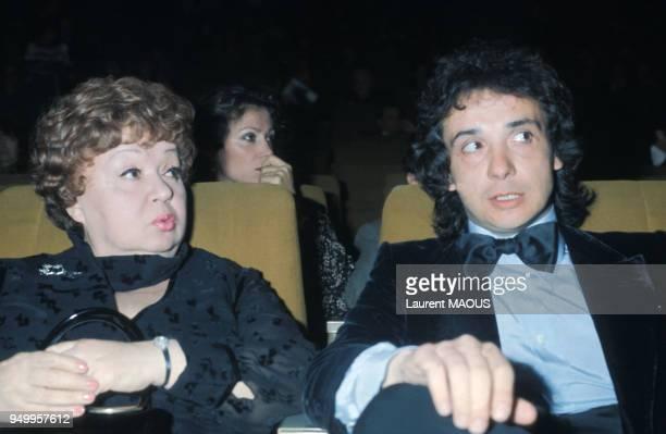 Michel Sardou et sa mère Jackie Sardou à Paris en 1977, France.