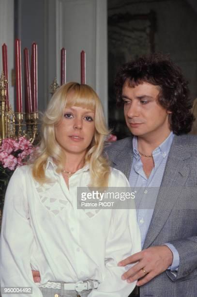 Michel Sardou et son épouse Elisabeth dite Babette le 10 avril 1981 à Paris France
