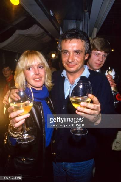Michel Sardou fête son 38ème anniversaire avec sa femme Babette le 27 janvier 1985 France