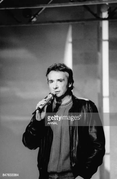 Michel Sardou invite de Patrick Sabatier pour l'émission 'Grand public' le 11 decembre 1986 Paris France