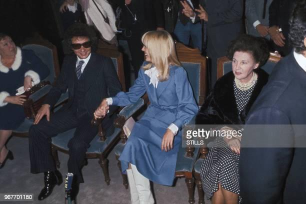 Michel Sardou épouse Elizabeth Haas dite Babette le 14 octobre 1977 à NeuillySurSeine France