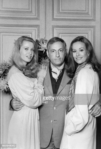 Michel Serrault entouré des actrices Catherine Alric et Claudine Auger lors du tournage du film 'L'Associé' le 27 mars 1979 à Paris France
