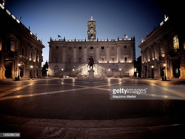 michelangelo in roma piazza del campidoglio - roma città foto e immagini stock
