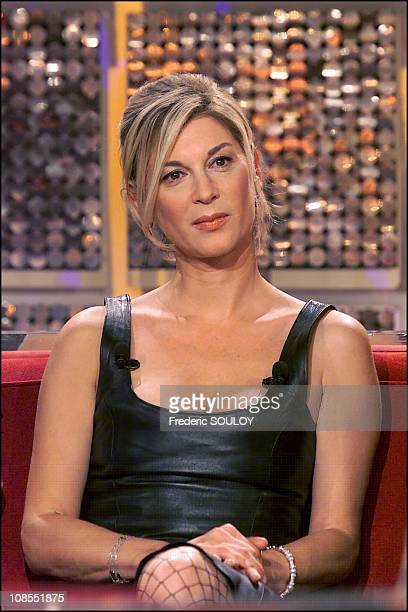 Michele Laroque guest of 'Vivement Dimanche' French TV show in Paris France in September 2001
